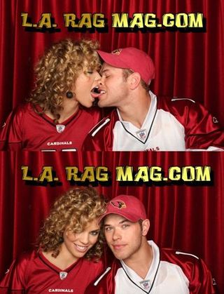 Kissing-photo-booth1_0_0_0x0_400x522