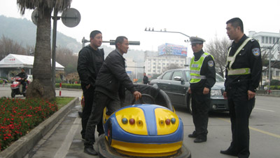 Pulled_over_quirky_china_news