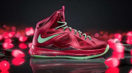 Lebron-james-christmas-shoe