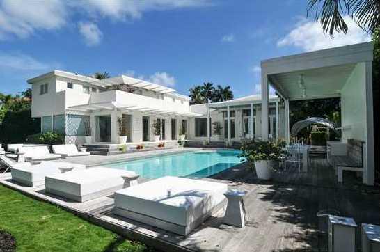 Shakira-Home-Florida