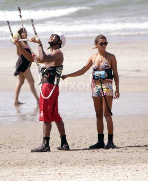 Justin-Bieber-Panama-Parasailing_1_26_14_13