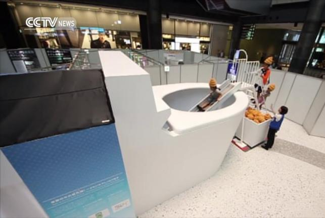 Japanese-kids-enter-giant-toilet-to-learn-about-poop