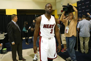 Dwyane Wade tells Chicago media he had no rift with Pat Riley a…