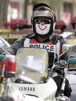Thai_police_smile